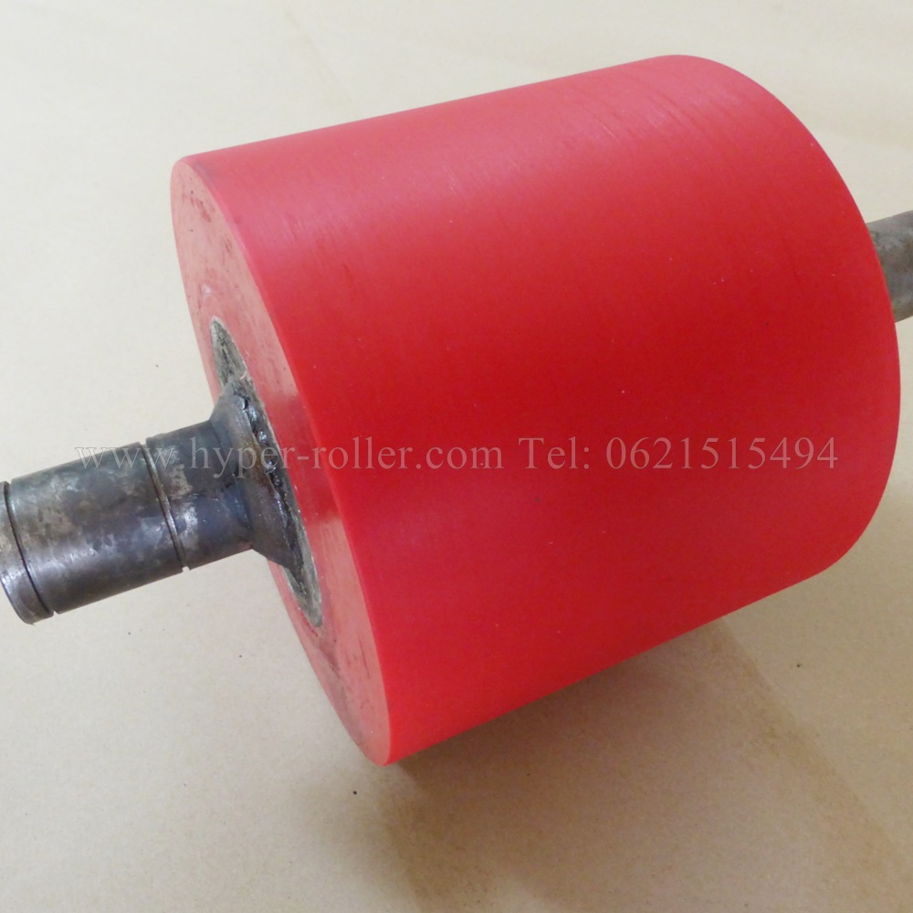 ลูกกลิ้งPU สีแดง SIZE :205x145x175 mm